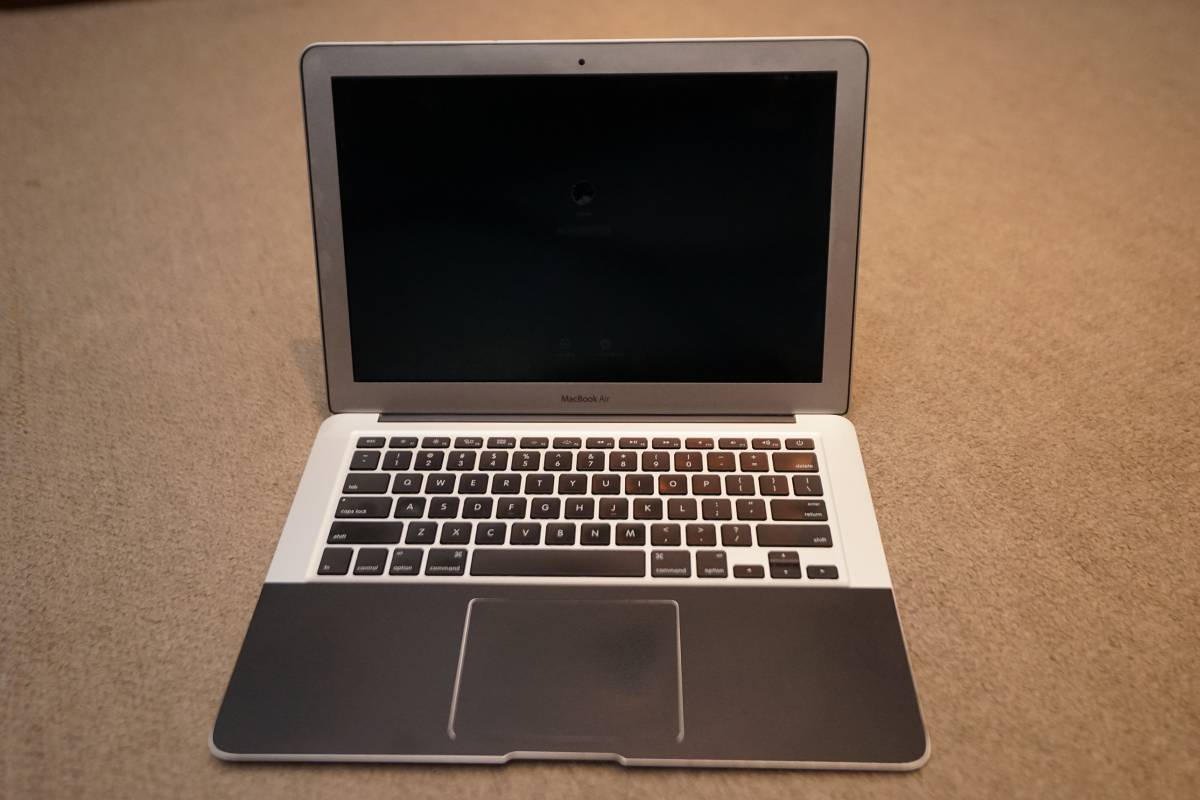 【美品】Mac Book Air 13.3インチ シルバー カスタム[MD226JA/A]mid 2011 メモリ4GB SSD256GB (中古)