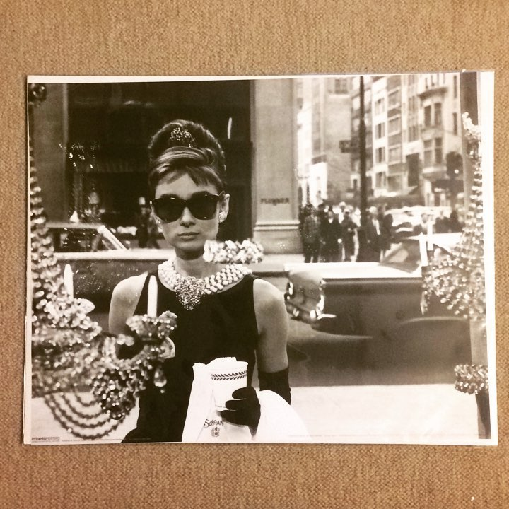 ポスター「オードリー・ヘプバーン ティファニーで朝食を サングラス」