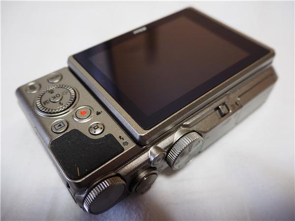 【新同品】Nikon ニコン COOLPIX A900 シルバー ケース付 8G SDカード付_画像2