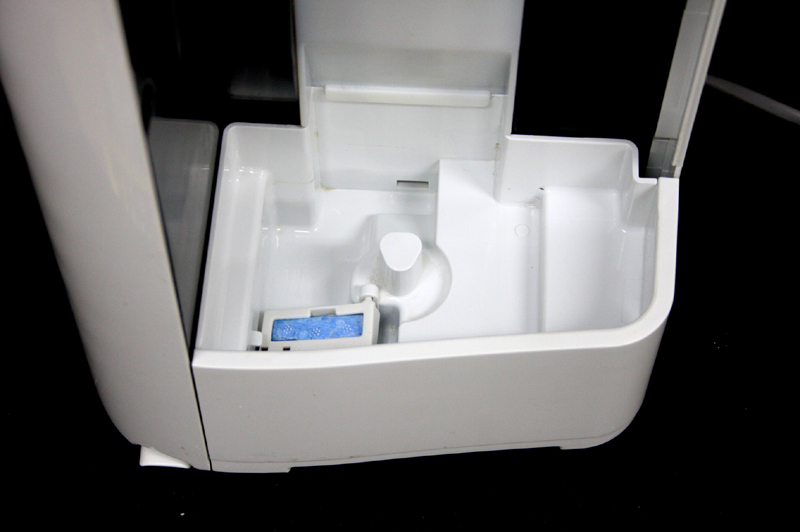 現物撮影 水受けトレイも白く清潔です。