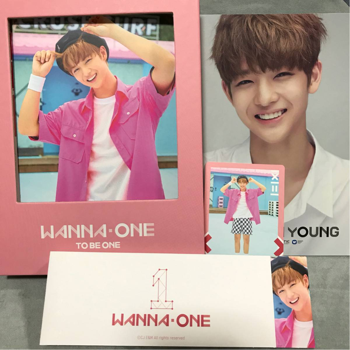 新作!Wannaone ワナワン 韓国盤CD pink ペジニョン コンプリートver. 台湾盤限定特典ポストカード付き!