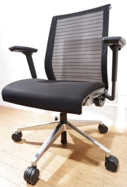 【送料無料】 Steelcase スチールケース Think 3Dニット 書斎椅子 デスクチェア 昇降 回転 17万 / 北欧 vitra バロン アーロン コンテッサ