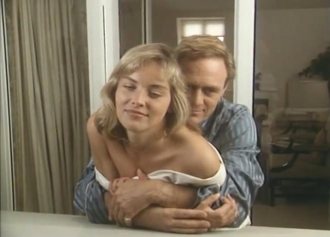 欲情の扉 (恋は運命とともに) TEARS IN THE RAIN (1988) シャロン・ストーン主演 戦火の密会、禁断の兄妹愛、出生の秘密/新品DVD_画像7