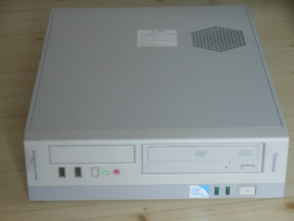 TOSHIBA EQUIUM 3530/Cel Dual-Core E3400 2.6GHz/Win7/ベアボーン