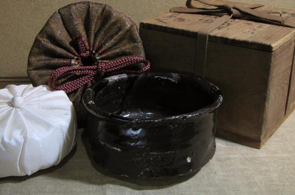 【哲】名品特別出品:漆黒の瀬戸黒茶碗(桃山時代)
