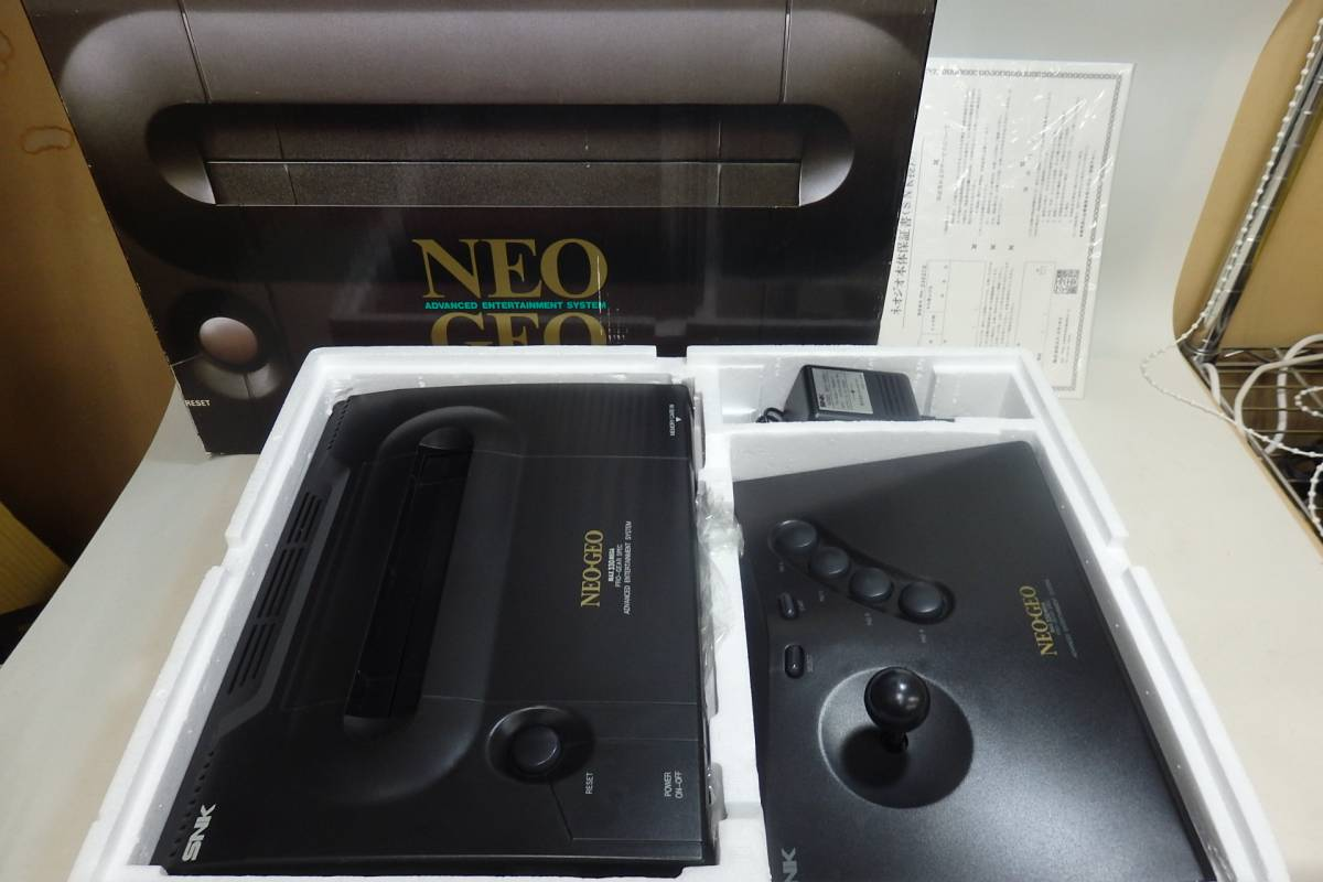 SNK NEO GEO ネオジオ 本体 外箱付き 付属品完備 動作確認済み メモリーカード付き