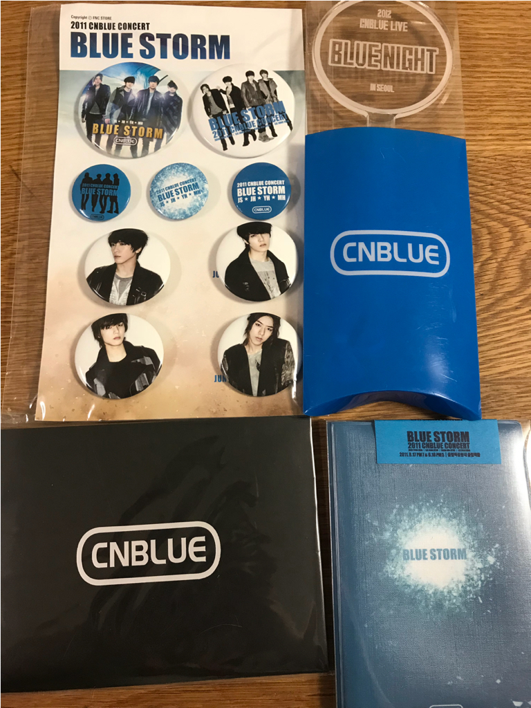 CNBLUE★BLUE NIGHT★新品未使用公式ペンライト、他バッジ、葉書などおまけ付き ライブグッズの画像