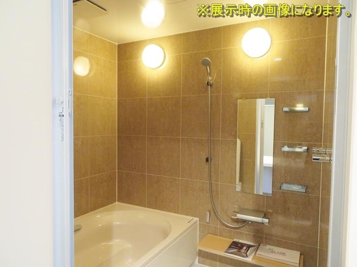 N091201 展示品 リクシル システムバスルーム キレイユ 浴槽/幅1620mm 壁/石目調ベージュ BNDS-1620TBP 参考定価 \1625600 扉割れ有り
