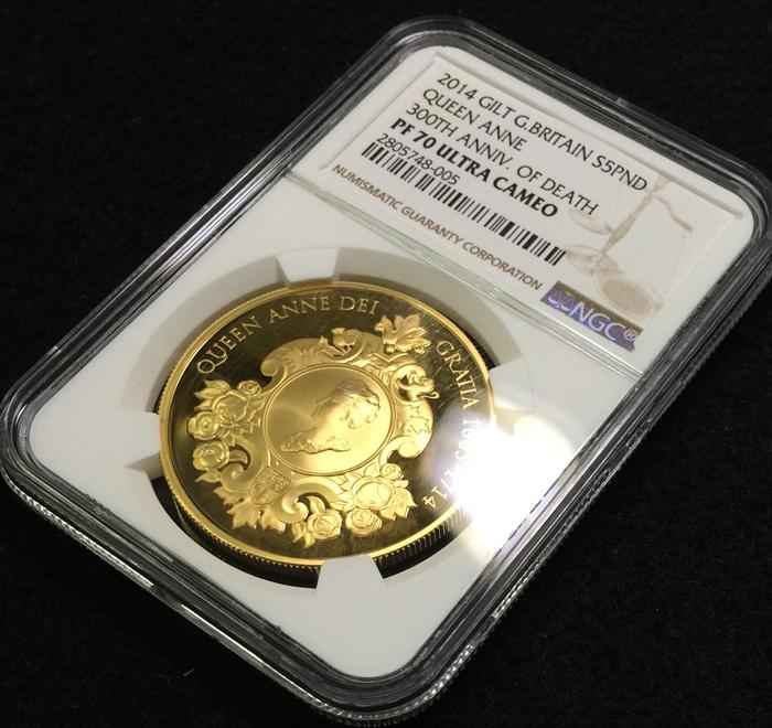 英国 イギリス エリザベス2世 アン女王没後300年記念 5ポンド銀貨 GILT 純金メッキ ゴールドギルト NGC PF70 ULTRA CAMEO プルーフ 2014年_画像3