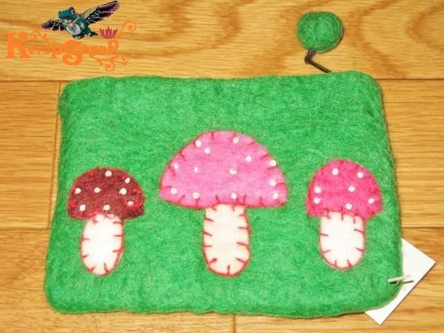 ふわもこ♪羊毛フエルトきのこポーチGN緑 アジアンエスニックヒッピーハンドメイドネパール雑貨 キノコマッシュルーム 小銭カードケース