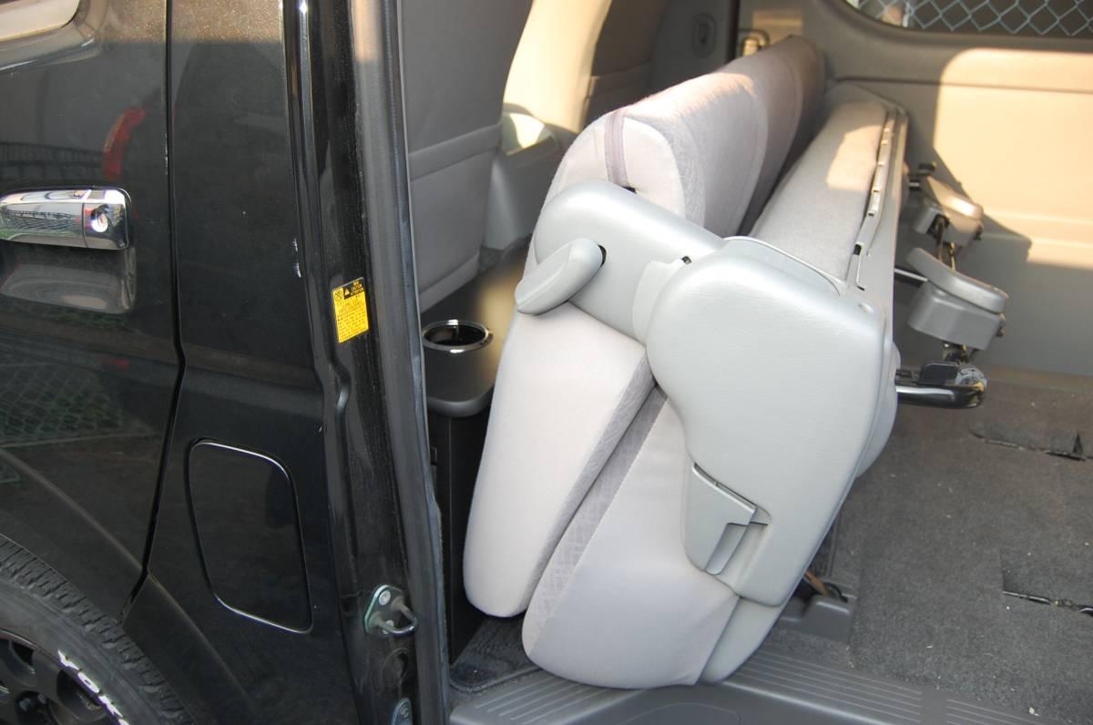 ラスト!【ハイアットSP】 トヨタ 200系 ハイエース 標準S-GL 1~4型 セカンドテーブル カーボン ドリンクホルダー4個_画像6