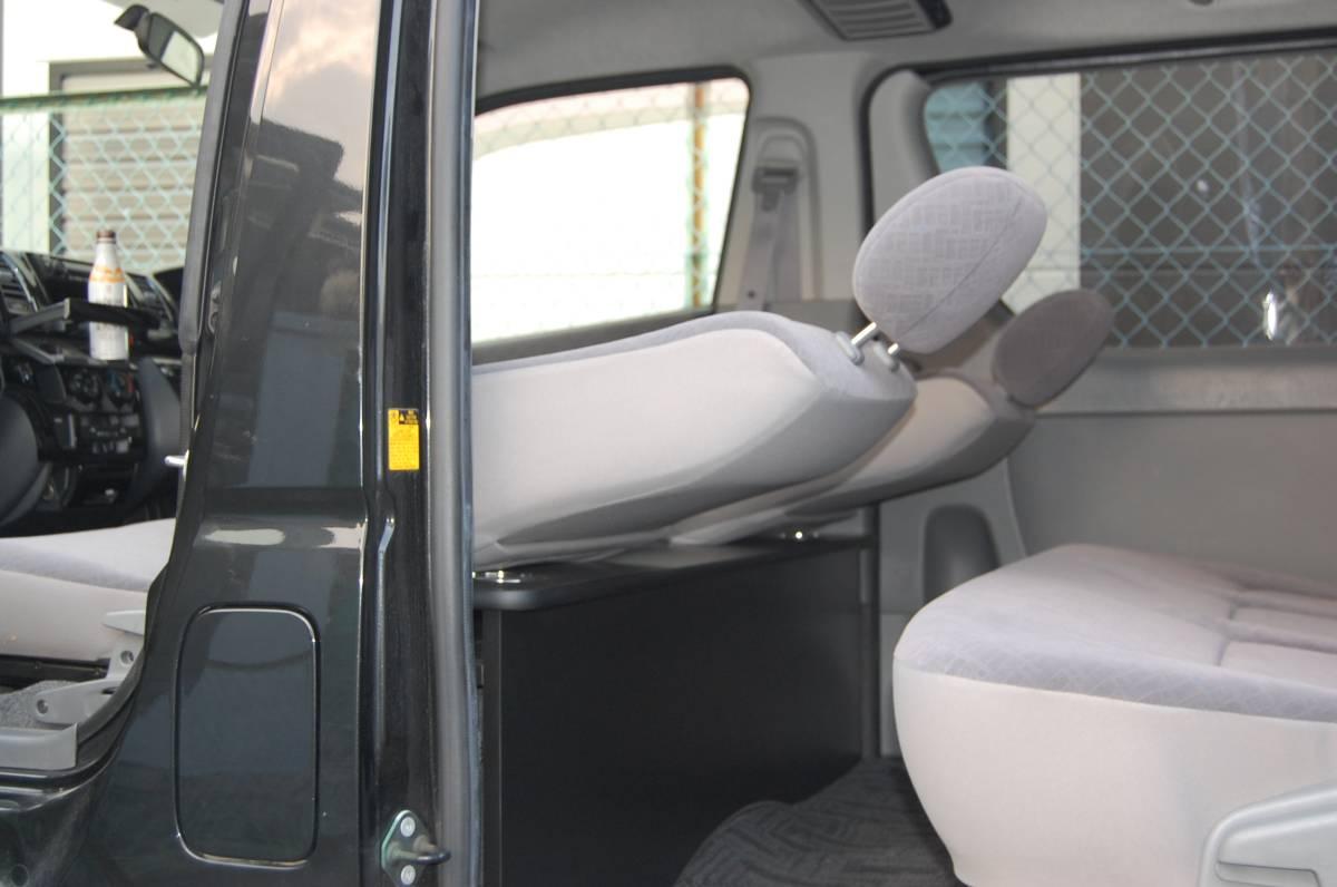 ラスト!【ハイアットSP】 トヨタ 200系 ハイエース 標準S-GL 1~4型 セカンドテーブル カーボン ドリンクホルダー4個_画像7