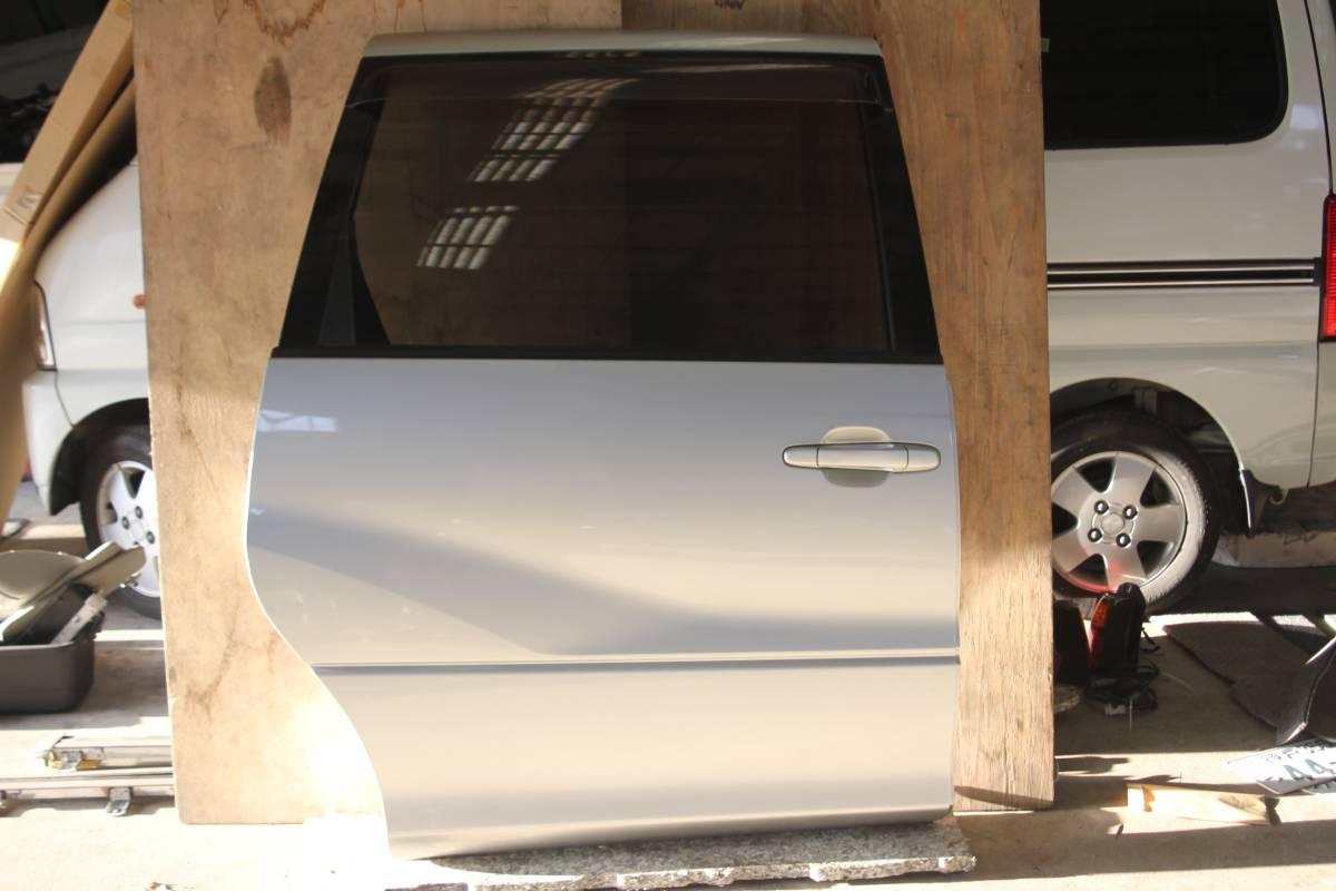 Used Toyota Estima Acr40 Gh Acr40w Right Rear Sliding Door 1d0