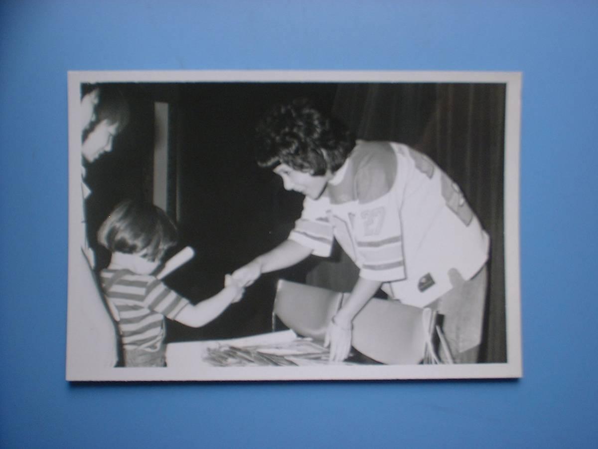 天地真理 白黒写真 1枚 1974.7