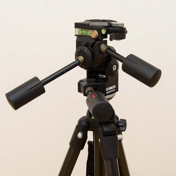 Manfrotto カーボン三段三脚 441 3Dプロ雲台 229 セット_画像5