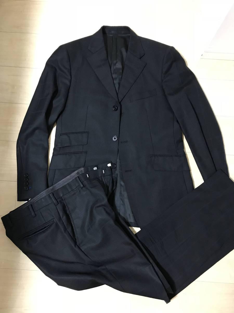【送料無料】美品バーバリーブラックレーベルスーツ上下・ブラック(薄青の縦横ストライプ)38R(Mサイズ)3ボタン