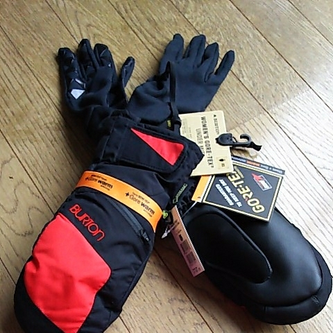 新品未使用バートンゴアテックスレディースミトン手袋インナー付き黒赤