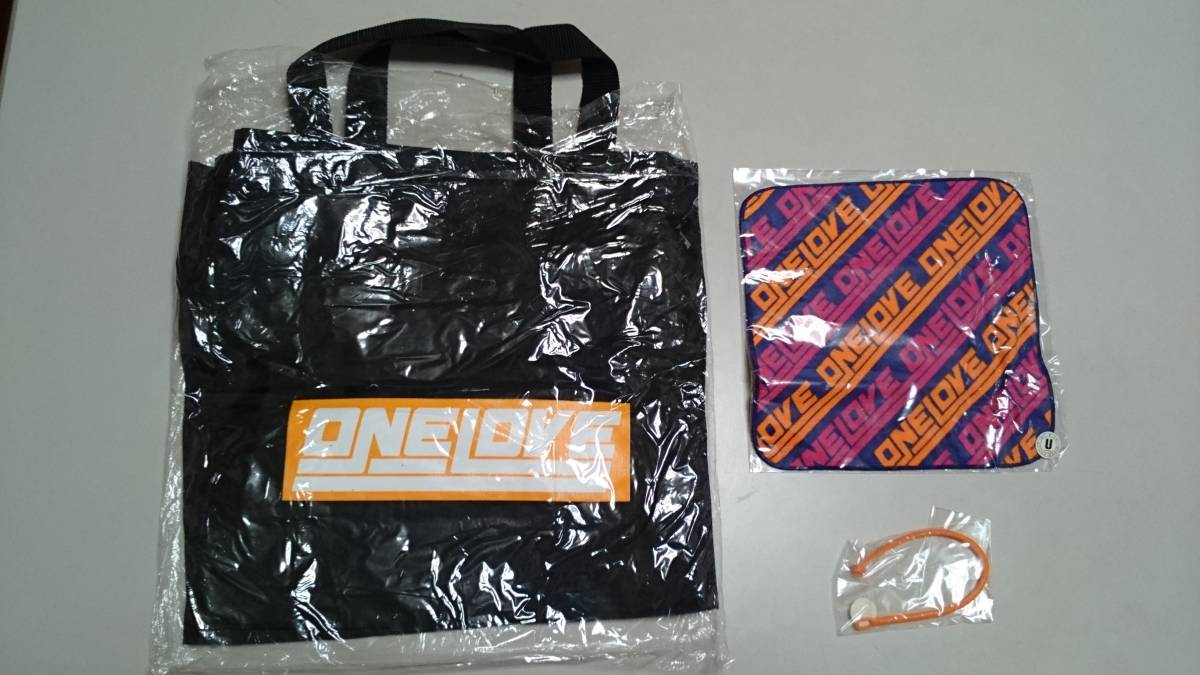 未使用・グレイ/コンサートグッズ 2001-2002/ONE LOVE/トートバッグ、ハンドタオル、ブレスレット