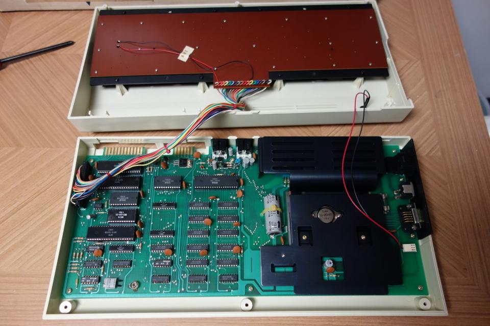 ビンテージ コンピュータ commodore コモドール VIC-1001 ACアダプタ付き 元箱入り_画像6