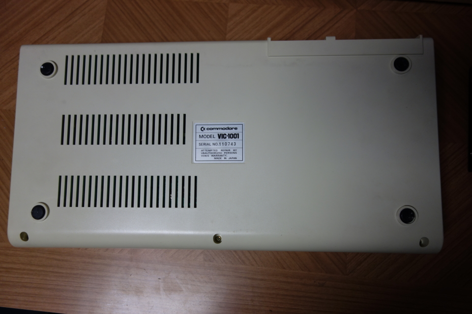 ビンテージ コンピュータ commodore コモドール VIC-1001 ACアダプタ付き 元箱入り_画像4