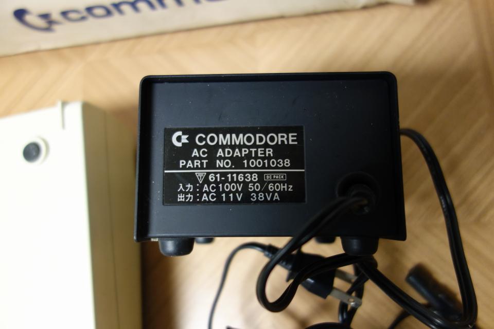 ビンテージ コンピュータ commodore コモドール VIC-1001 ACアダプタ付き 元箱入り_画像7