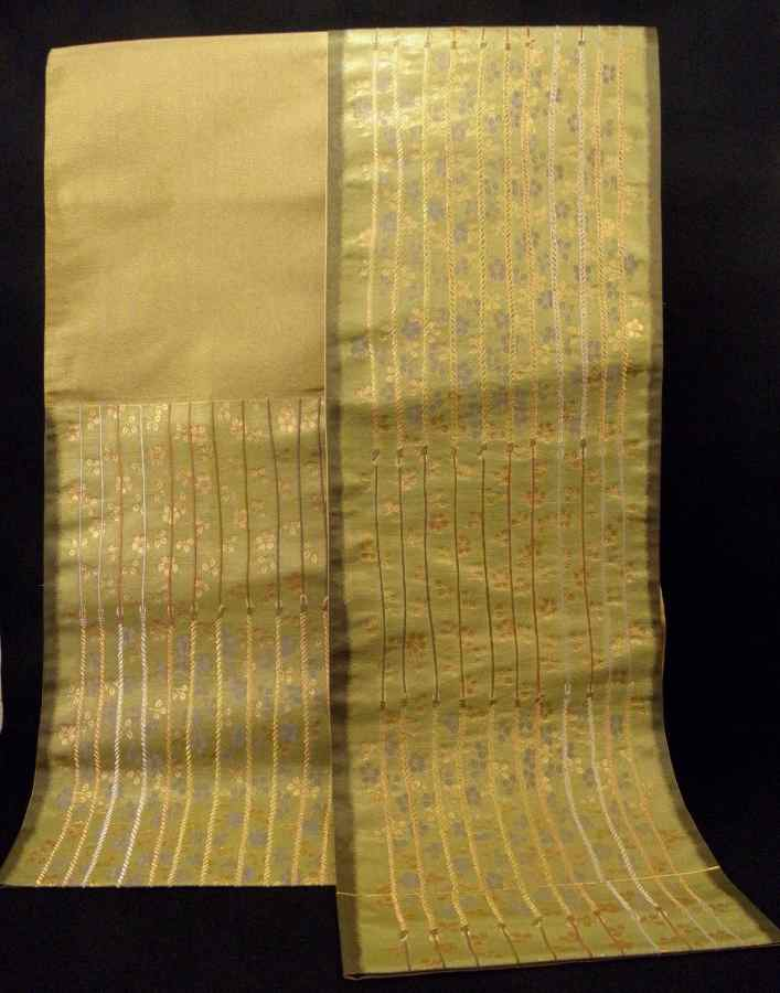 【帯喜楽】た2●袋帯●美品●箔地に綱縦縞に桜散し_画像3