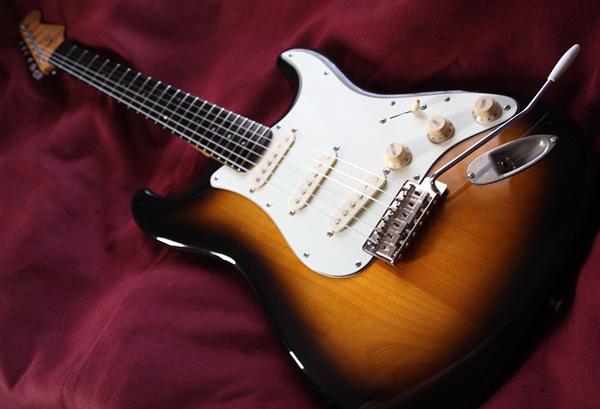 【ESP?】Stratocaster 良質バーズアイ・メイプル・ネック/エボニー指板/2TSアルダーボディ