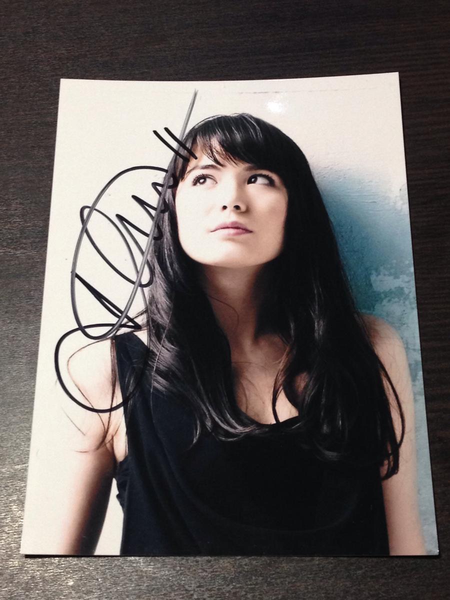 アリス紗良オット 直筆サイン写真