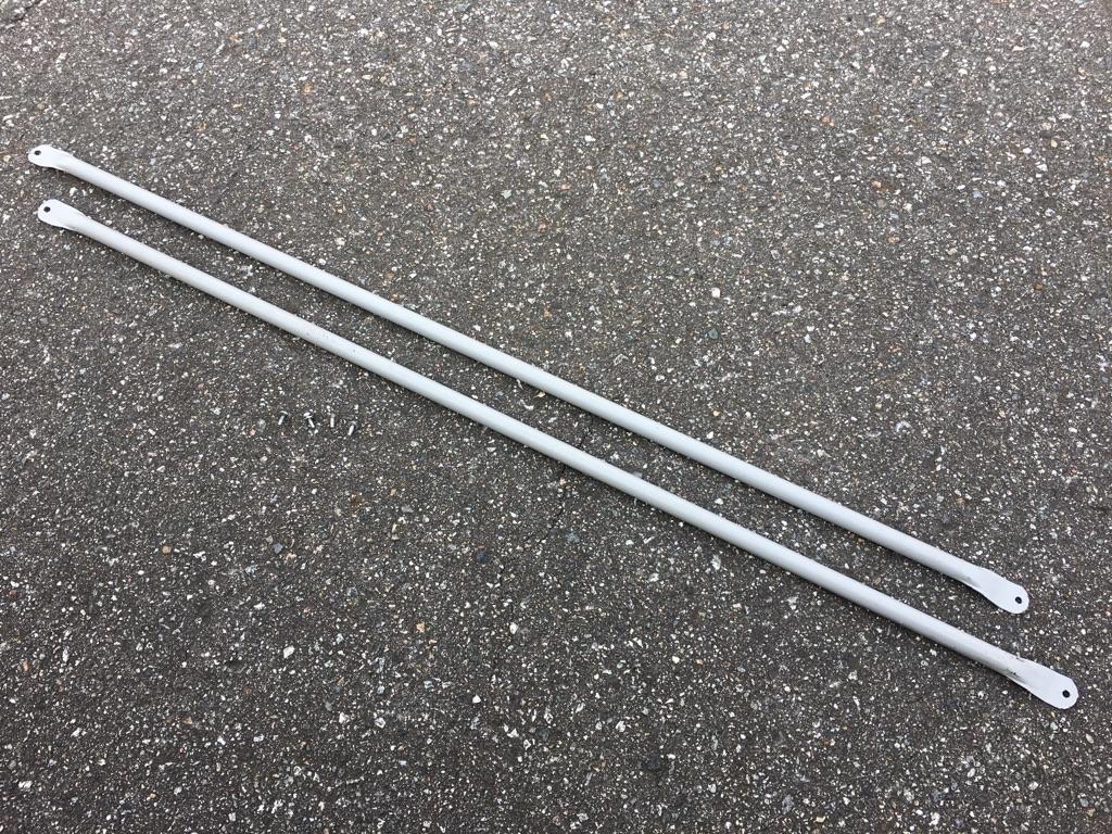 トヨタ200系ハイエースバン用ウィンドウガード(DX/GLパッケージ用)リアサイドウィンドウの保護棒2本セット(ねじ付き)