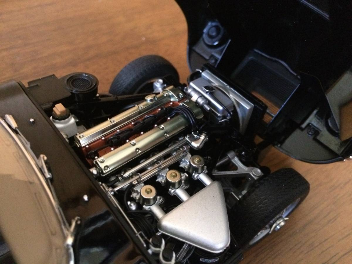 1/18 ジャガー Eタイプ シリーズⅠ 3.8 クーペ ブラック Jaguar E-type series1 3.8 coupe オートアート AUTOart_画像3