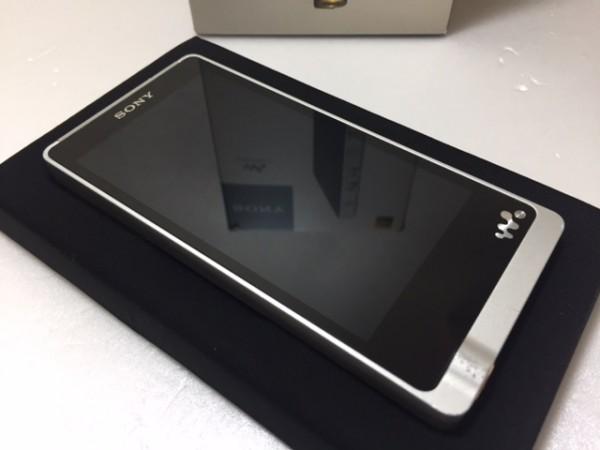 (114-23) 1円~!美品 ♪ 付属品多数 ♪ SONY ウォークマン ZXシリーズ 128GB ハイレゾ音源対応 Android搭載 シルバー NW-ZX1/S ♪♪_画像2