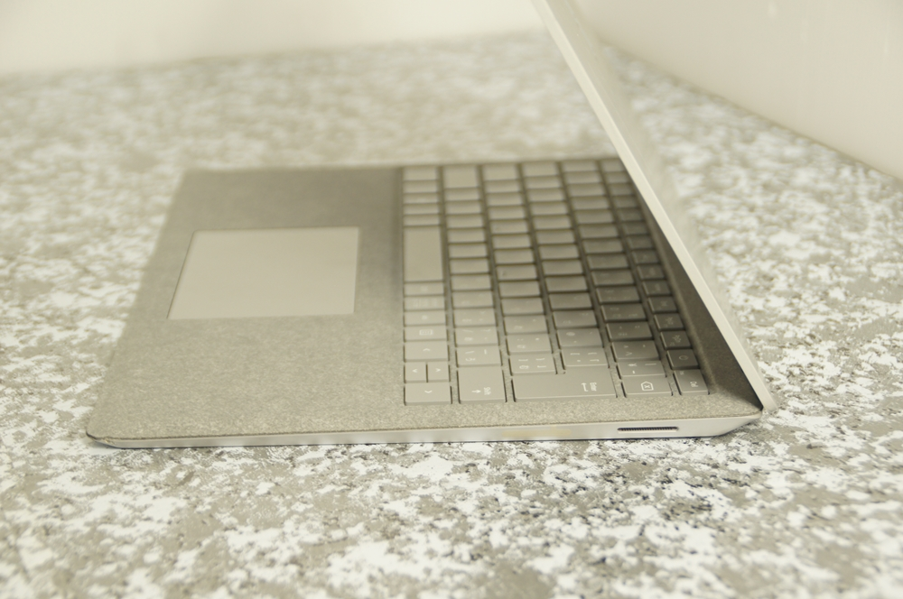 【ジャンク】Surface Laptop Model 1769 D4G-00059 Core i5-7200U 2.5Ghz ※液晶ヒビ_画像6