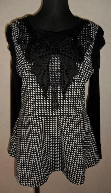 黒、変ったチェック、フロントリボン模様のレース、スタッズ、袖シフォンチュニック 美品