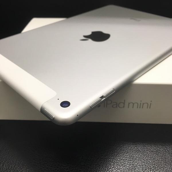 ◆ 中古 美品 iPad mini 4 docomo Wi-Fi +Cellular シルバー 16GB ドコモ 箱つき_画像4