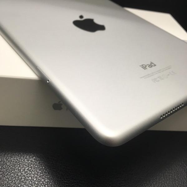 ◆ 中古 美品 iPad mini 4 docomo Wi-Fi +Cellular シルバー 16GB ドコモ 箱つき_画像7