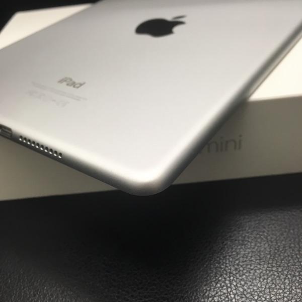◆ 中古 美品 iPad mini 4 docomo Wi-Fi +Cellular シルバー 16GB ドコモ 箱つき_画像6