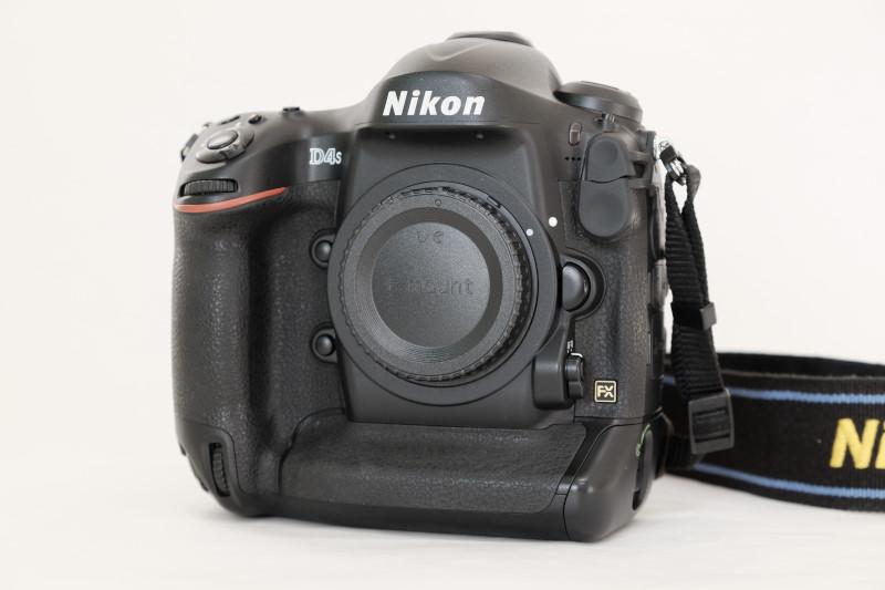 Nikon D4s(予備バッテリー1つ付き)