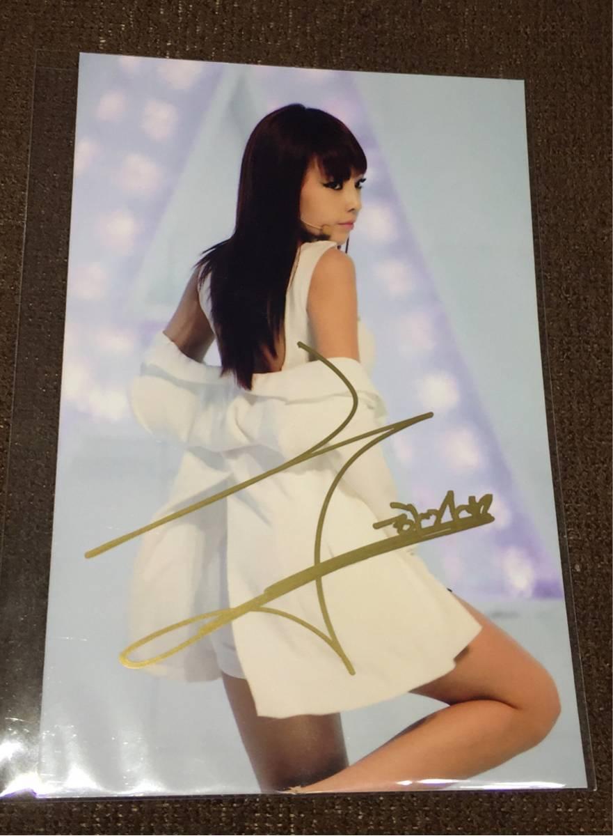 ●KARA/カラ 『HARA/ハラ』 直筆サイン入り写真 ブロマイド写真サイズ (ゴールドサインVer.) [コレクターズアイテム]