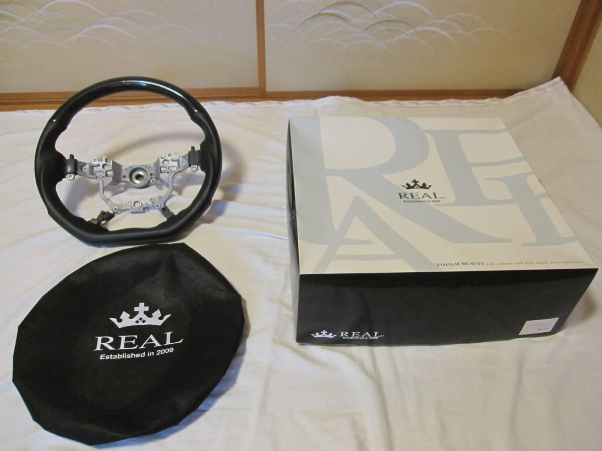 REAL ブラックカーボンステアリング 30アルファード、ヴェルファイア、210クラウン、ランクル、DシェイプS210-BKC-BK レアル