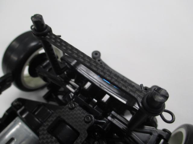 TT-02 メーカーテストカー 新品 (中古のオマケボディ付き)_カーボンタワーバー&スタビホルダー(青)