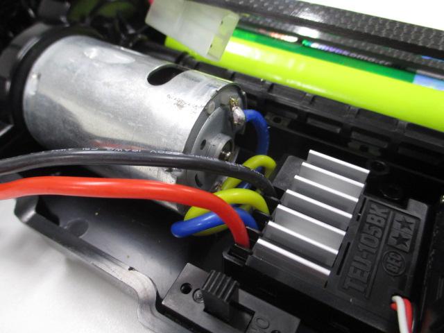 TT-02 メーカーテストカー 新品 (中古のオマケボディ付き)_エキスパートな配線のESCです。