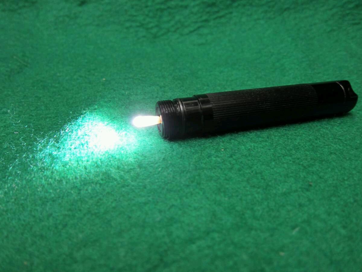 単4を1本使うマグライトソリテールの電球をLEDに交換セットマグライト本体は含まれません送料全国一律普通郵便120円_キャップ部を外して点灯