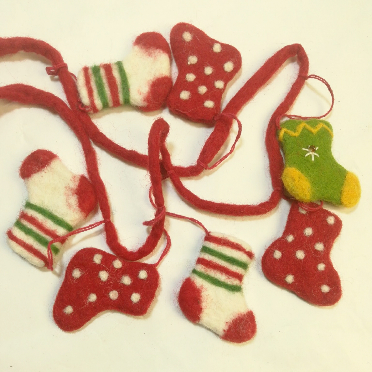 新品ハンドメイド フエルト100%クリスマスオーナメントハンギング メリーMERRY CHRISTMAS 長さ100ソックス6cmツリープレゼント値下げセール_画像3