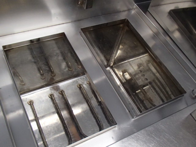 04-1022 中古品 タニコー 電気湯せん器 特注品SUS304 業務用 ステンレス 湯煎機 3相200V 温める 湯がき 槽 湯せん 麺 うどん そば 電気式_画像5