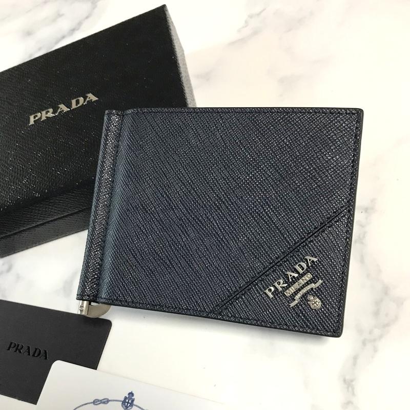 新品 PRADA プラダ 新作 レザー マネークリップ 二つ折り 財布 本物保証 ギフト無料 2MN077