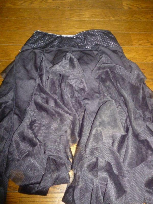 【名波朋香】黒フリルスカート