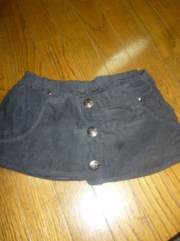 【和泉利香】黒スカート