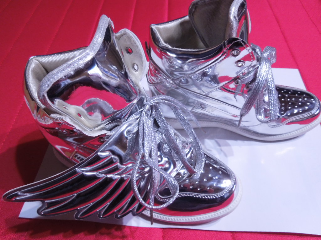 adidas(アディダス)のアディダス羽根つきスニーカー レディースの靴/シューズ(スニーカー