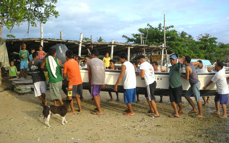 海外 フィリピン セブ島近くの島 屋根付き艇庫保管 ヤマハ モーターボート 40馬力 フィリピン現地お引き渡し_画像7