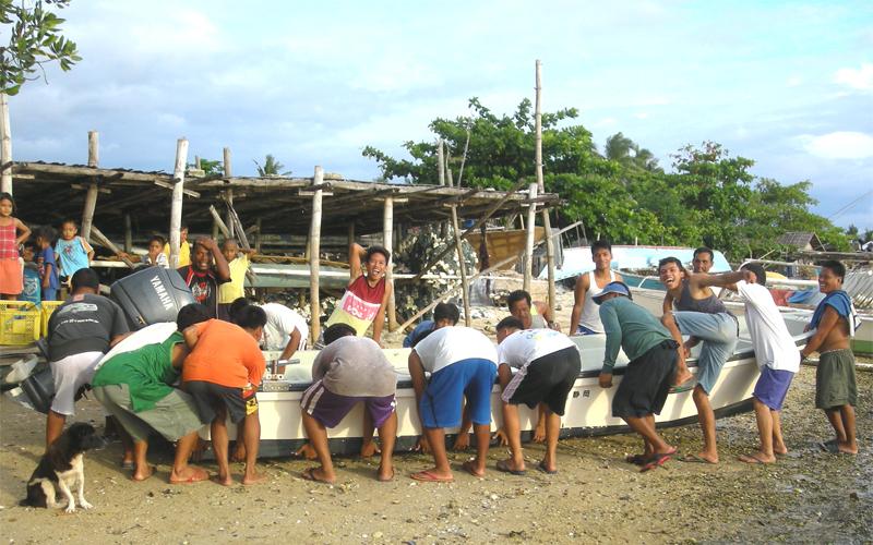 海外 フィリピン セブ島近くの島 屋根付き艇庫保管 ヤマハ モーターボート 40馬力 フィリピン現地お引き渡し_画像8
